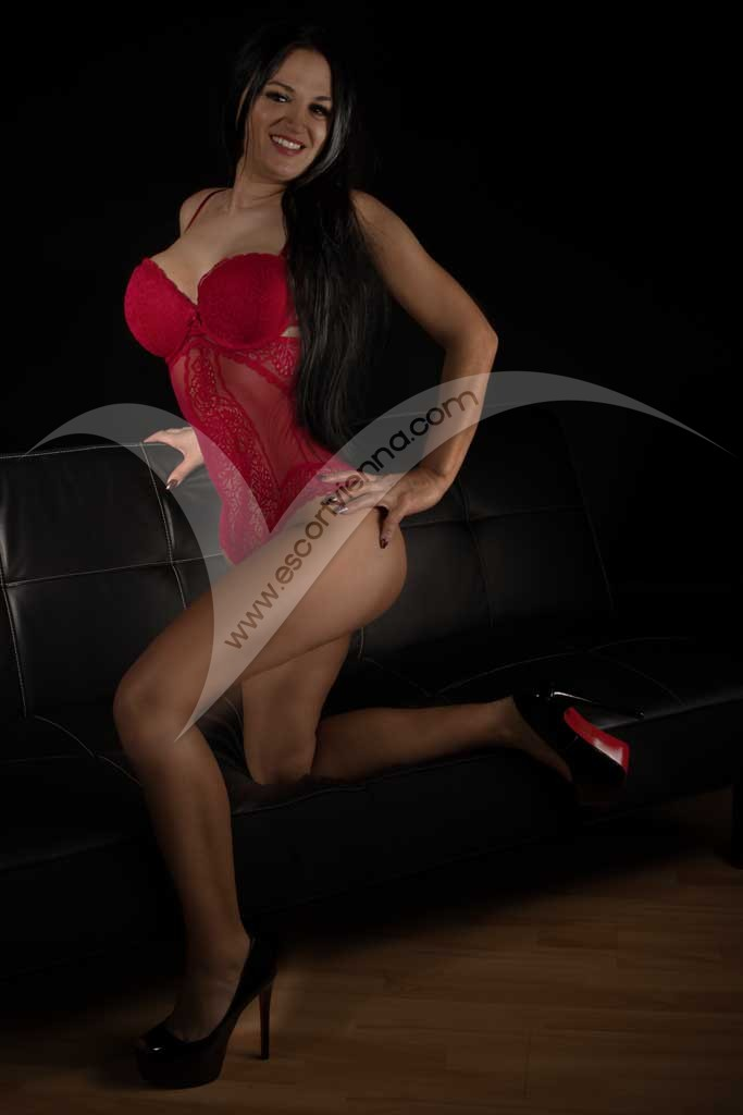 Brunette mature escort lady